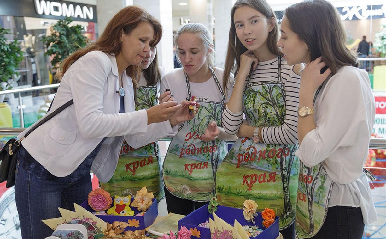 В Туле прошла ярмарка школьных компаний