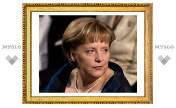 Меркель обсудит с Медведевым ситуацию в Южной Осетии