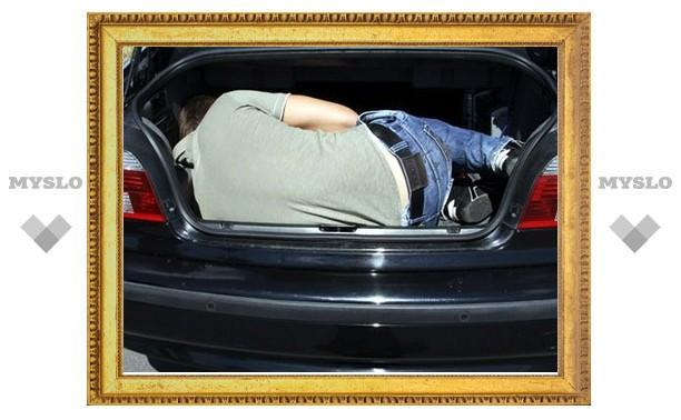 Под Тулой грубияна избили и заперли в багажник авто