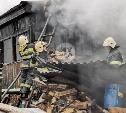 В тульском поселке загорелся двухэтажный частный дом