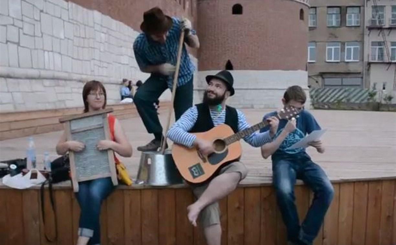 На тазах и стиральных досках: на тульской набережной замечен необычный оркестр