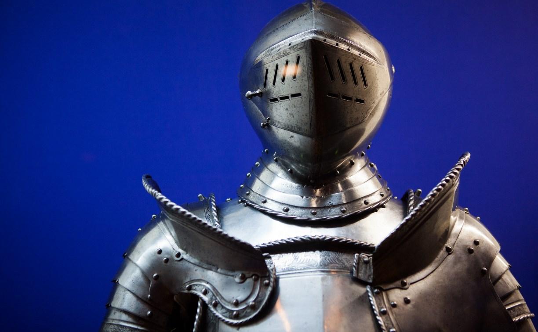 Выставка «Королевские игры» в Тульском музее оружия: доспехи, мечи, алебарды и рыцари