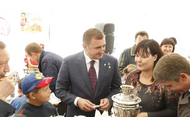 Алексей Дюмин осмотрел выставку «Праздник урожая»