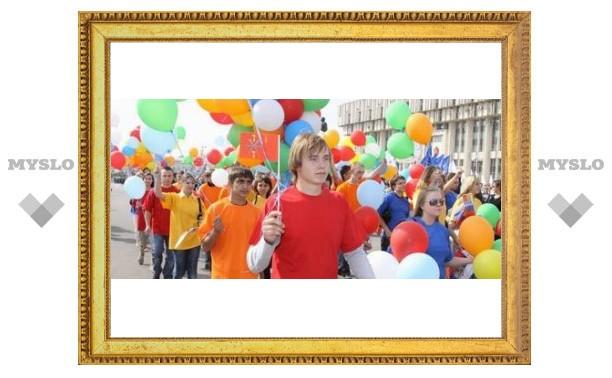 В Туле проходит парад молодежи