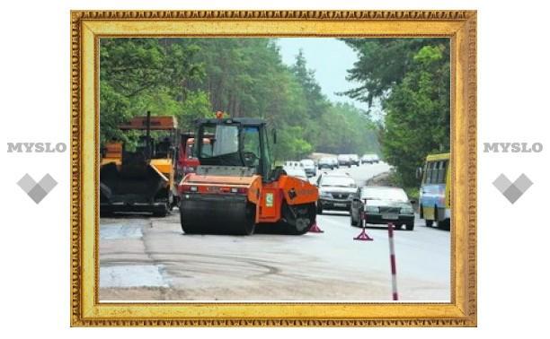 Тульские улицы продолжают ремонтировать литым асфальтом