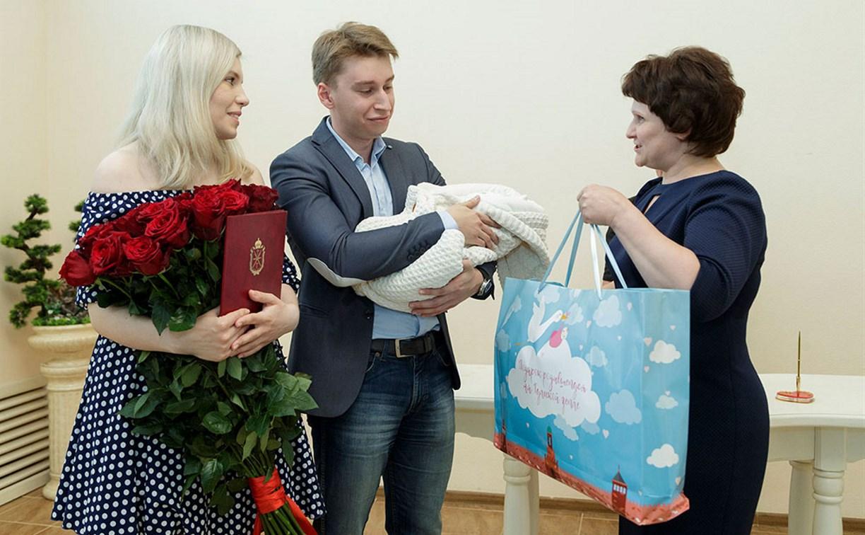Около 4,5 тысячи молодых тульских родителей получили подарки для новорожденных