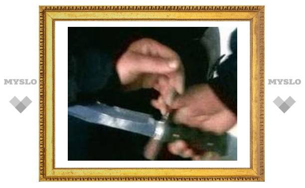 В Петербурге пассажир автобуса ударил ножом женщину, которая мешала ему выйти