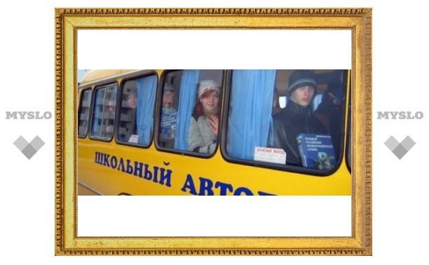 Под Тулой гигантская сосулька пробила автобус с детьми