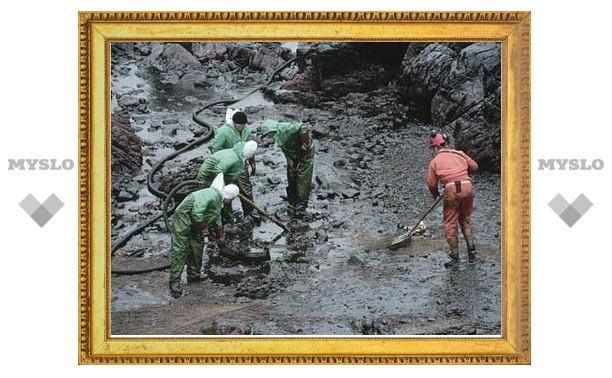 Дизтопливо из аварийного нефтепровода било 5-метровым фонтаном