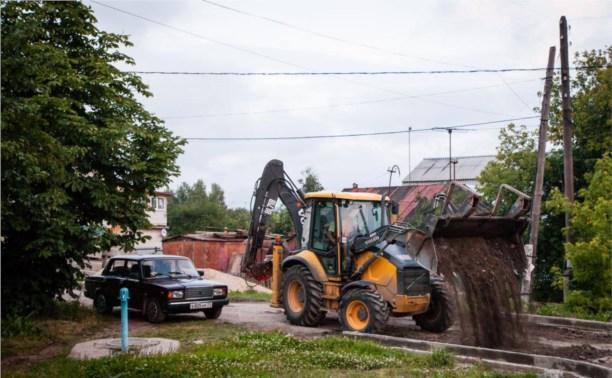 На улице Токарева оборудуют велосипедную дорожку и тротуар