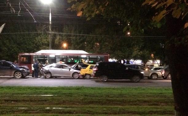 В Туле на проспекте Ленина столкнулись шесть автомобилей