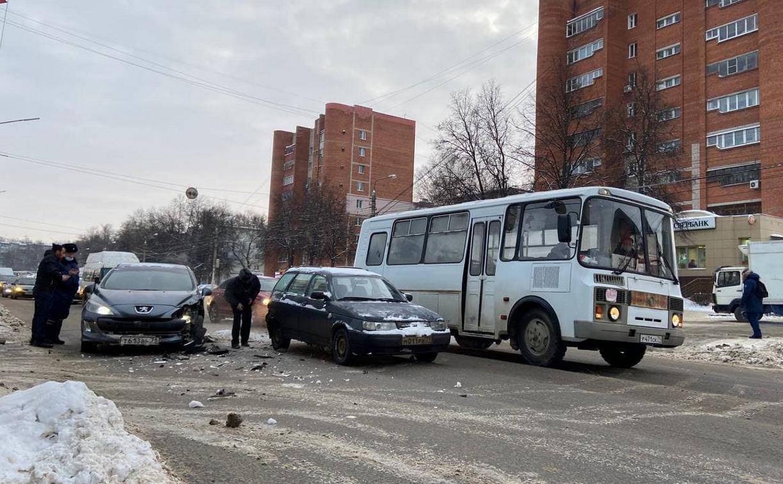 Утреннее ДТП стало причиной пробки в Пролетарском районе Тулы