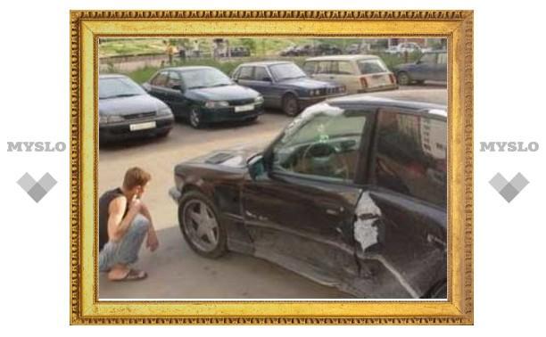 Пьяный бомж с обрезком трубы бросался на припаркованные авто
