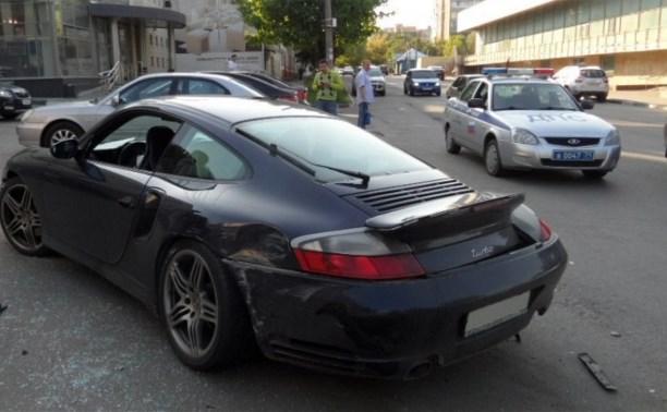Водитель многомиллионного Porsche устроил аварию в центре Тулы