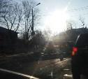 На ул. Болдина автобус влетел в опору освещения