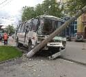 На Первомайской пассажирский ПАЗ врезался в столб