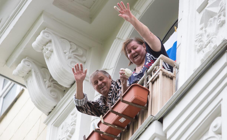 9 мая в Туле: пустые улицы, флаги в окнах и люди на балконах – большой фоторепортаж Myslo