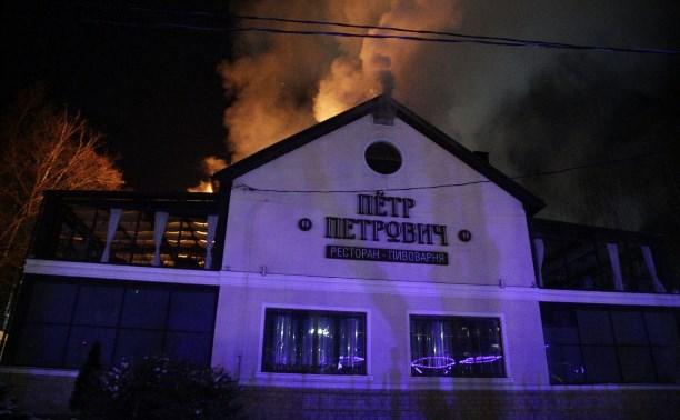 В центре Тулы загорелся ресторан «Пётр Петрович»: фото и видео
