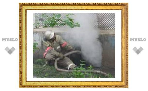 Пожарные бились с огнем, а милиция сдерживала жильцов горящего дома