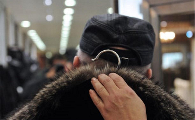 В Туле мужчина похитил шубу из кафе