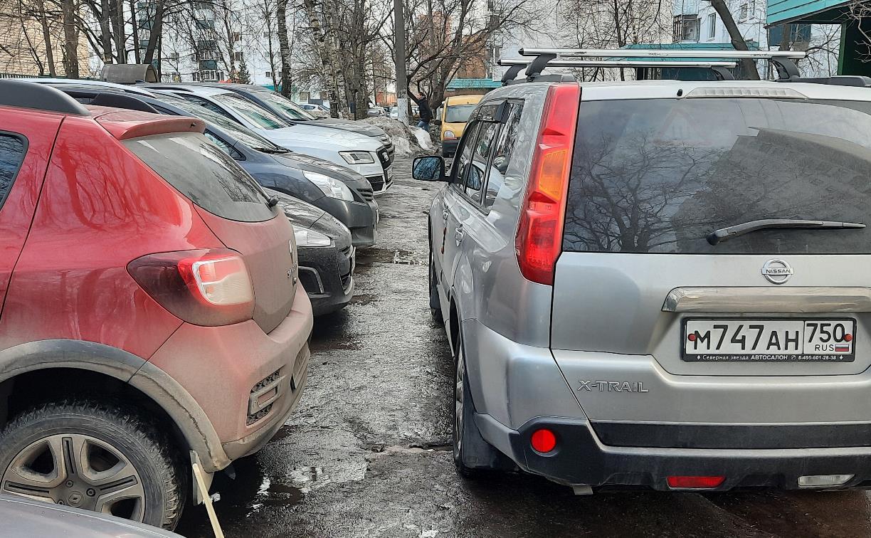 «Накажи автохама»: в Туле отец-молодец запер на парковке две машины