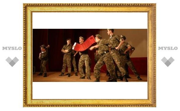 Тульских артиллеристов поздравил ансамбль Александрова