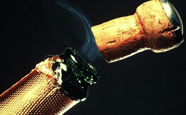 В Липках местный житель украл из квартиры две бутылки шампанского