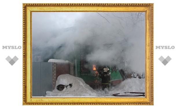Горящий дом в Туле тушили восемь пожарных расчетов