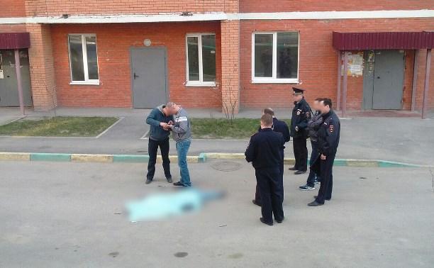 В Пролетарском районе молодой человек упал с многоэтажки