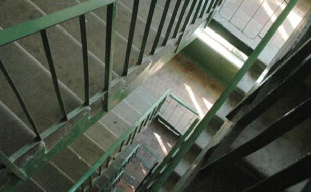 Щёкинец столкнул с лестницы своего приятеля
