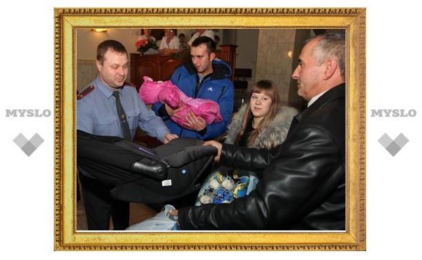 УГИБДД вручило тулячкам автолюльки для малышей