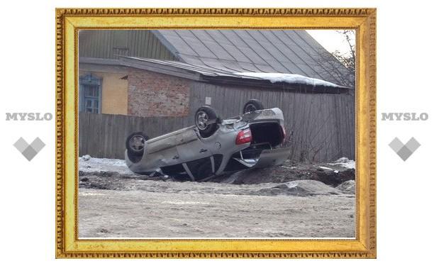 На ул. Кутузова в Туле перевернулась «Лада Гранта»
