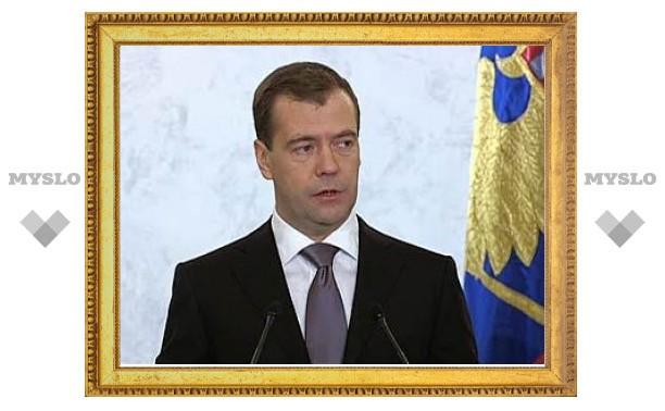 Медведев предложил упростить регистрацию партий
