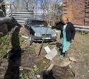 Двор разрушающегося общежития в Туле неделю затапливает канализация