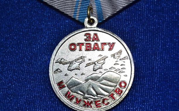 Школьника, погибшего при спасении подруги, наградили медалью «За отвагу и мужество»