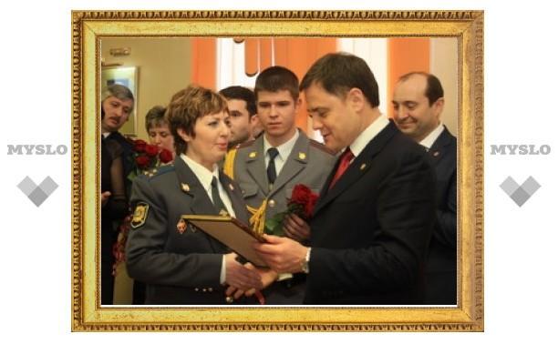 Тульских женщин-полицейских поздравил губернатор Владимир Груздев