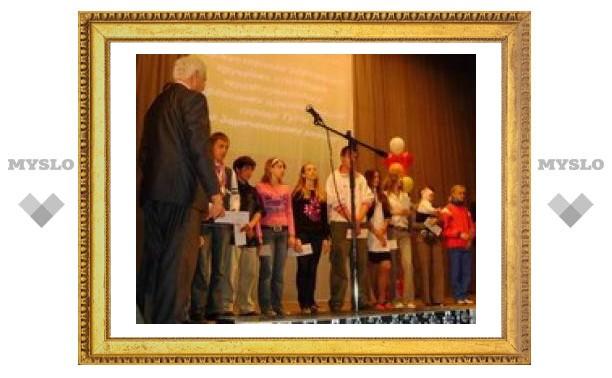 Юных туляков наградили именными стипендиями