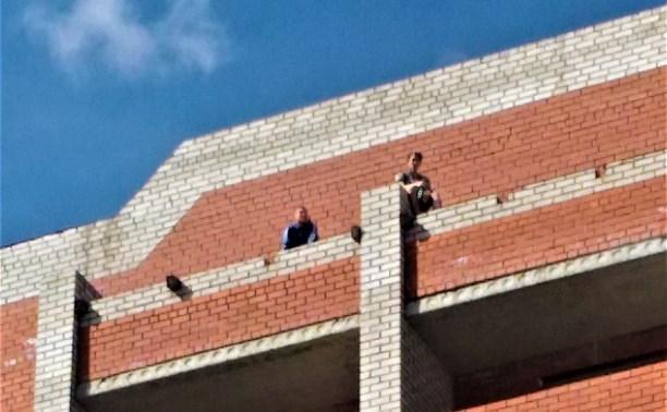 В Туле по недостроенной многоэтажке гуляют дети