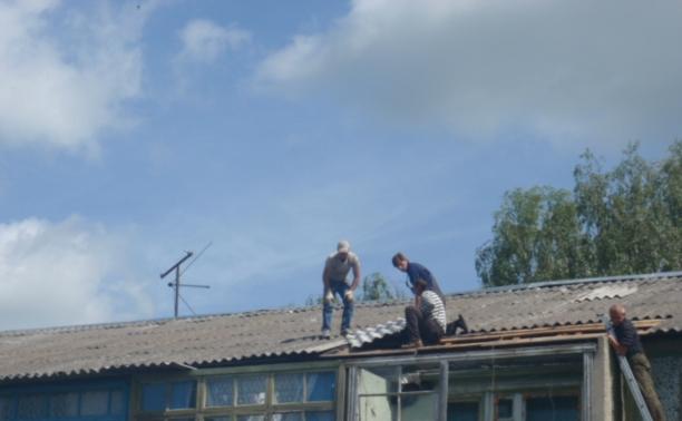 Крыши разрушенных ураганом домов полностью восстановлены