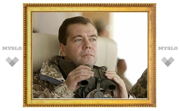 Медведев заберет у сенаторов решение об использовании армии за рубежом