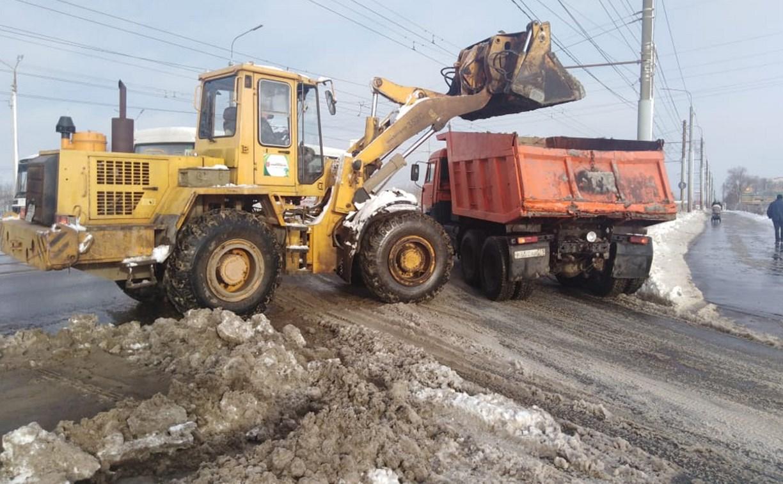 В Туле днем на уборке снега работало 176 единиц техники
