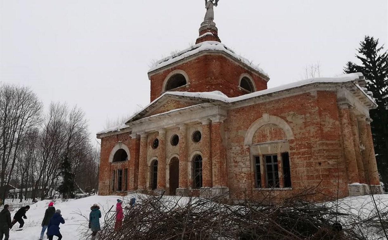 В Венёвском районе волонтёры благоустроили территории заброшенных храмов