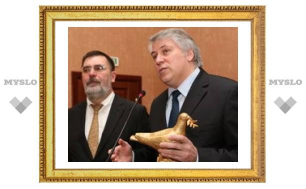 Ректору тульского политеха вручили символ мира