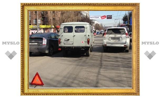 ДТП с участием авто медслужбы и внедорожника парализовало пр. Ленина