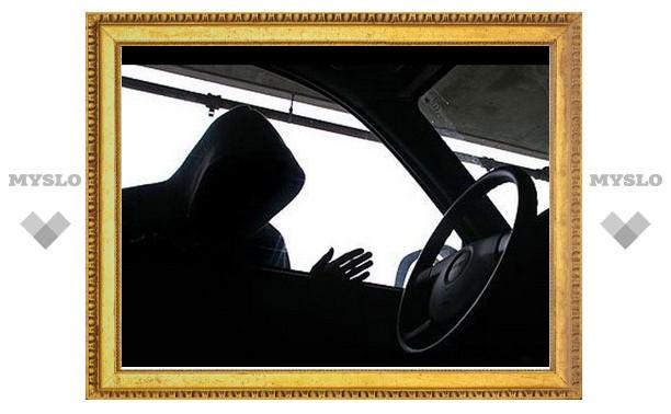 В Щекине под Тулой угнали припаркованную к дому «Субару»