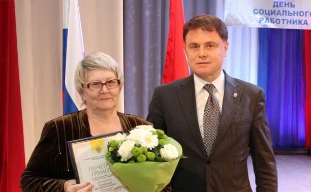 Владимир Груздев поздравил тульских соцработников с профессиональным праздником