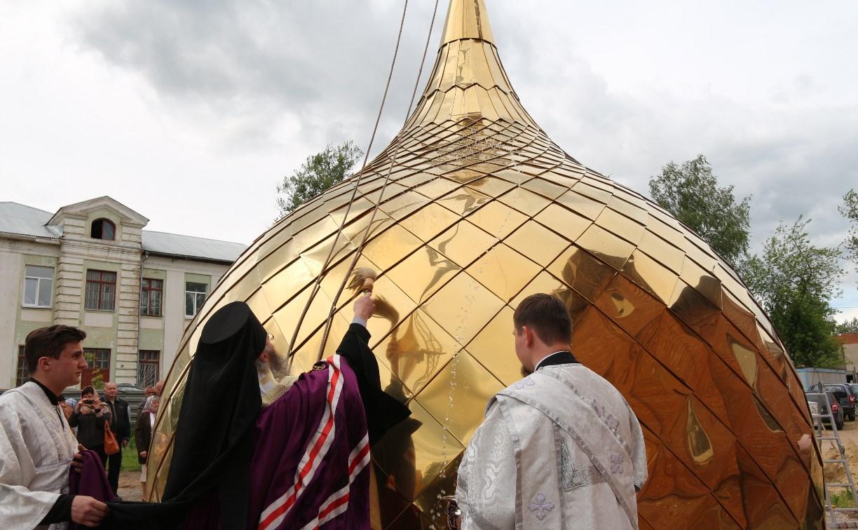 В Алексине освятили купол строящегося храма