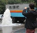 Забивший из колодца фонтан оказался пожарным гидрантом