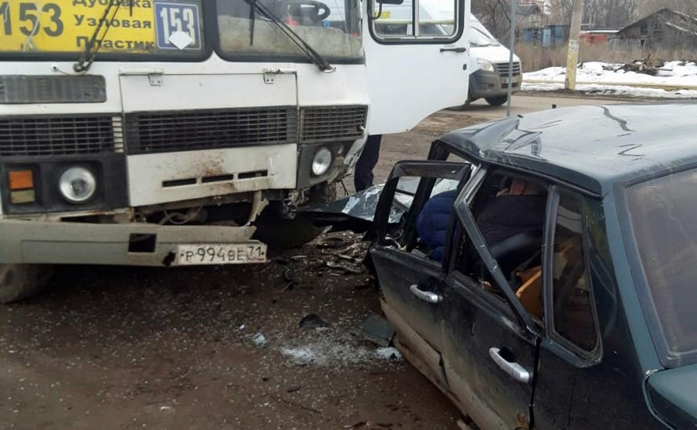 ДТП с автобусом и легковушкой в Тульской области: погиб мужчина