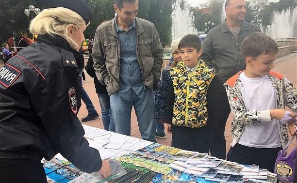 Сотрудники тульского УГИБДД в День города провели праздник для школьников